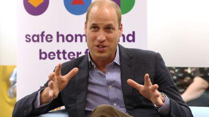 Prins William bedankt Diana-herdenkers bij paleis persoonlijk