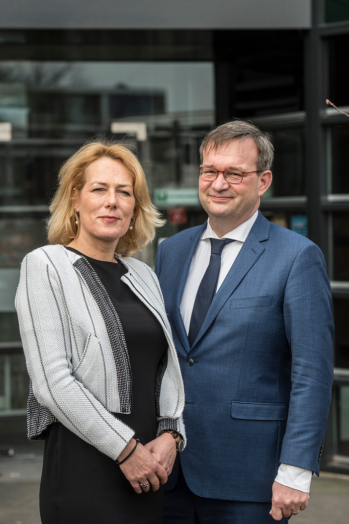 Esther Overweter en Jos van Nunen, bestuurders bij jeugdorganisatie juzt.
