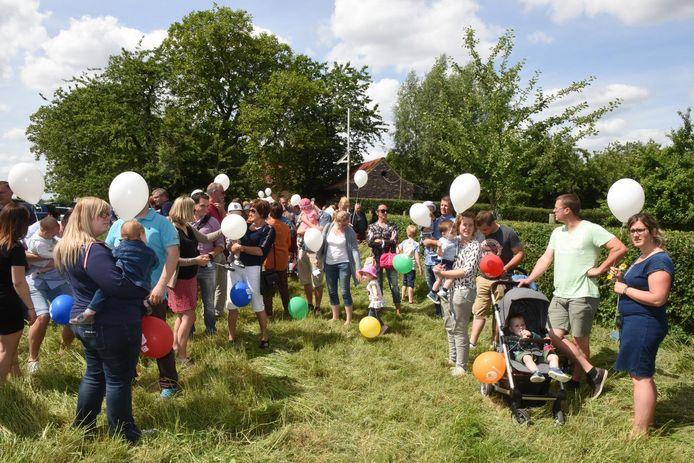 Tijdens de geboortebomendag van vorig jaar werden er wel nog ballonnen uitgedeeld.