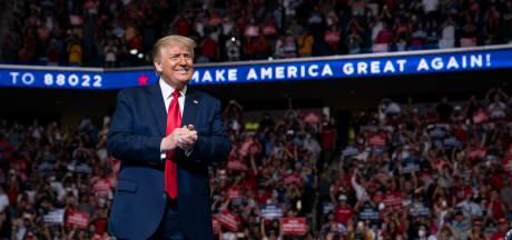 """Trump loin derrière Biden dans les """"swing states"""", sa """"grande convention"""" prévue en Floride annulée"""