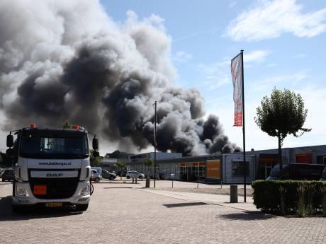 Zeer grote uitslaande brand op bedrijventerrein in Culemborg
