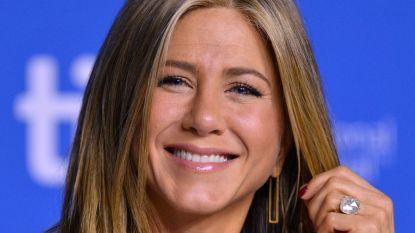 Jennifer Aniston blaast 51 kaarsjes uit en hint naar toekomst: komen er kinderen aan?