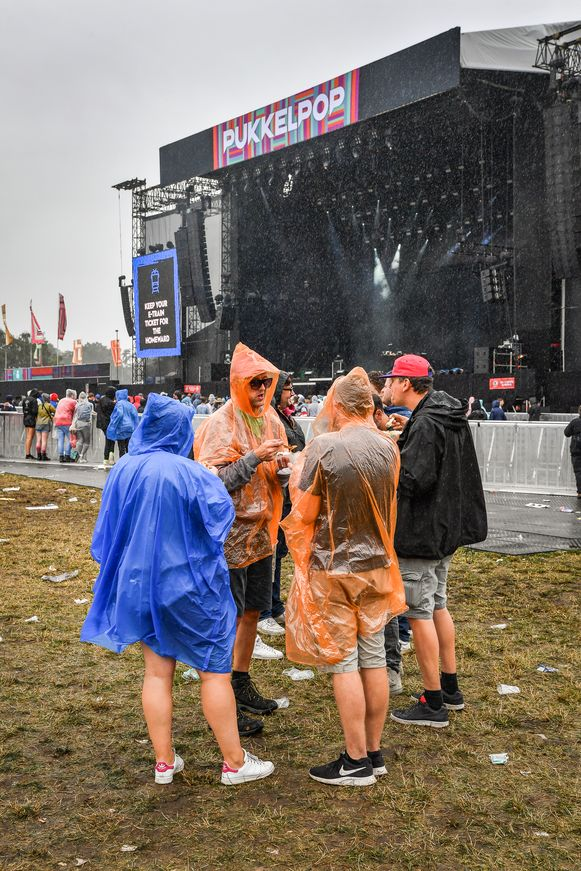 KIEWIT, BELGIUM - AUGUST 17 : People and style in the rain at Pukkelpop 2019 pictured on August 17, 2019 in Kiewit, Belgium, 17/08/2019 ( Photo by Joel Hoylaerts / Photo News )