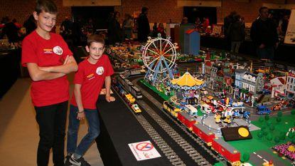 Legofans leven zich uit in de Manège