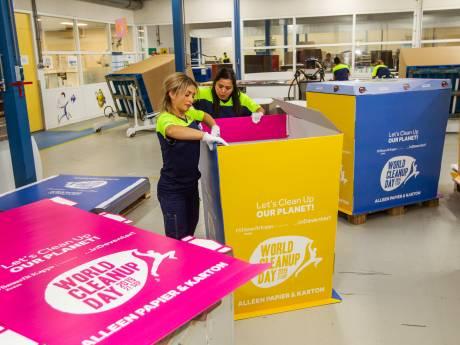 Zedek wil Deventer wat schoner maken en zet 25 levensgrote papiercontainers in Deventer