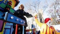 Rita Ora mikpunt van kritiek na playbacken op Thanksgiving Parade in New York