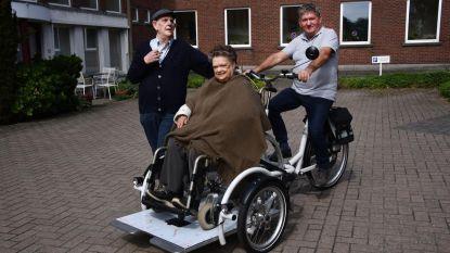 Rusthuisbewoners krijgen rolstoelfiets