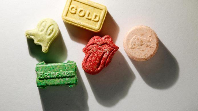 In het huis zijn tenminste 5208 pillen en 110 gram aan cocaïne gevonden