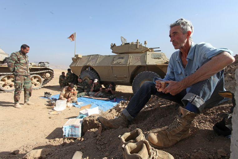 Francis Alÿs in Irak Beeld Francis Alÿs, foto: Akam Shex Hadi, Mosul, Irak, november 2016, Courtesy the artist and Jan Mot