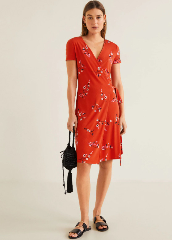 Robe rouge à imprimé - 15,99 euros au lieu de 25,99 euros.