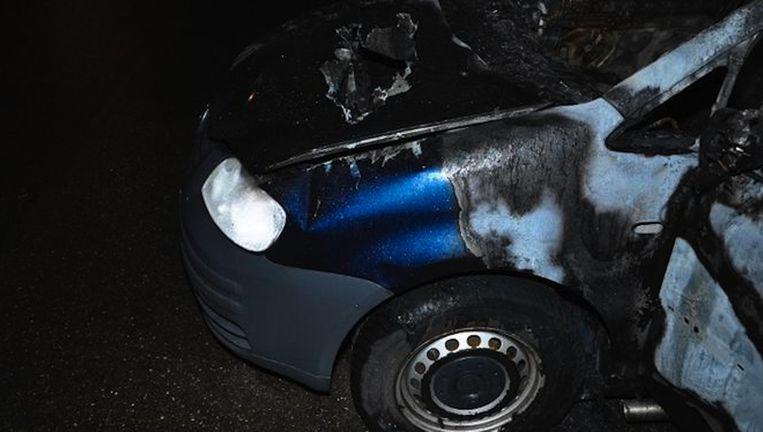 De uitgebrande Volkswagen Caddy waarin het lichaam van Amzieb werd aangetroffen. Beeld Politie Amsterdam