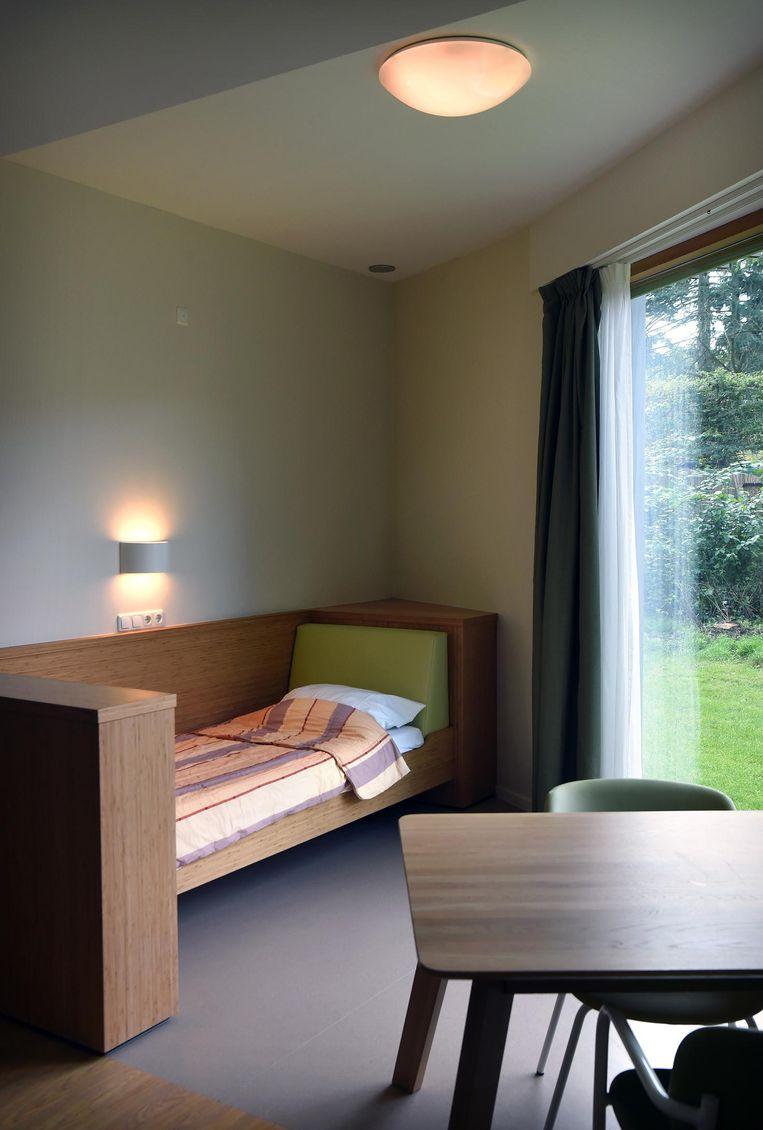 De nieuwe Extra Beveiligde Kamer, waar patiënten onder meer zelf het licht kunnen bedienen. Beeld Marcel van den Bergh