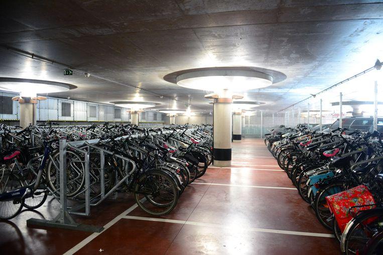 De fietsenstalling onder het station in Leuven wordt uitgebreid en blijft gratis.