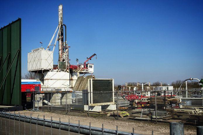 De NAM boorde met veel lawaai het nieuwe gasveld aan. Nu is de boortoren weg en zal het gas vrij geruisloos worden gewonnen  Foto Peter de Jong