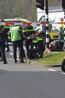 Scooterrijder ernstig gewond na aanrijding op de Melis Stokelaan in Den Haag