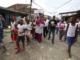 Cet évêque bénit une ville pour l'exorciser de ses démons