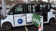 """""""Had er nog nooit een gezien"""": agent zet nieuwe zelfrijdende shuttle meteen aan de kant"""
