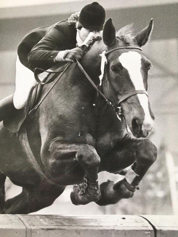 Tineke Bartels tijdens een van haar eerste wedstrijden op Irene, begin jaren 70.