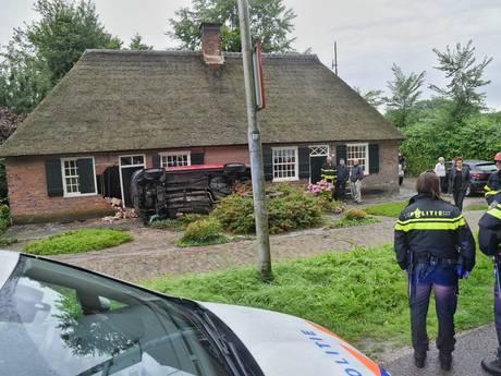 'Mijn man heeft veel geluk gehad', bestelbusje van shoarmatent rijdt huis binnen in Udenhout