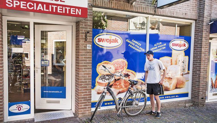 De Poolse supermarkt Swojak in het oude centrum van Bunschoten. Beeld null