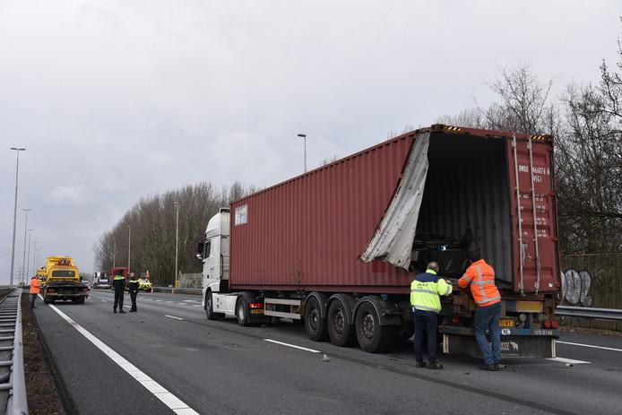 De vrachtwagen die betrokken was bij het ongeval.