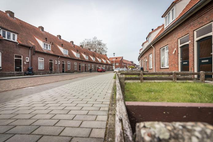 De karakteristieke oude huisjes aan de Tournooistraat in Helmond-West.