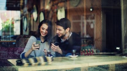 Een gebroken scherm is reden genoeg om iemand te dumpen: singles beoordelen elkaars smartphones