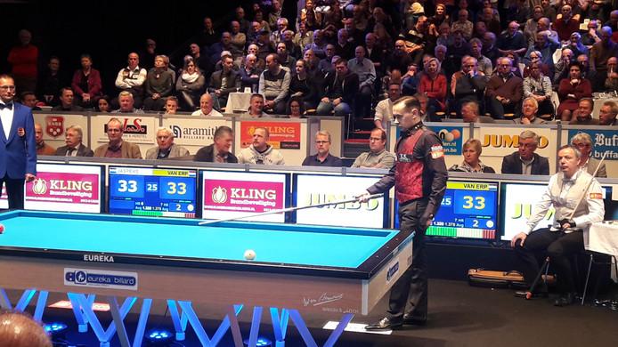 De spanning was te snijden in de NK-finale tussen Jean van Erp en Dick Jaspers.