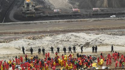 Honderden klimaatactivisten dringen koolmijnen in Oost-Duitsland binnen