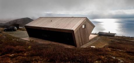 Stevig chalet biedt adembenemend uitzicht op Noors fjord