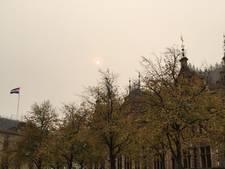 Ook boven Den Haag gloeit de zon als een vuurbal