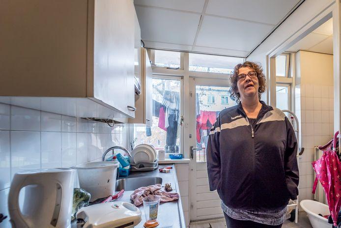 Angelique Landmeter toonde in 2018 met schaamte haar woonruimte. De ravage in huis kon ze door alle geldproblemen en tegenslag niet meer overzien
