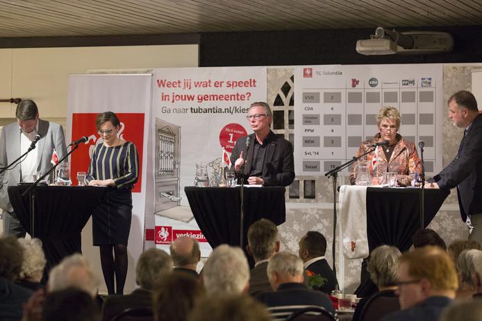 Lijsttrekkers in actie tijdens het debat van De Twentsche Courant Tubantia.