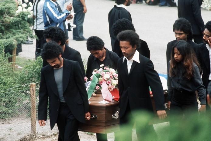 Begrafenis van de omgekomen Molukse treinkapers
