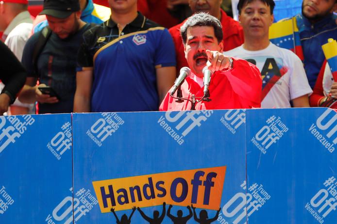 Venezuela's president Nicolas Maduro vandaag tijdens een rally in Caracas. Ondanks de chaos probeert hij de macht koste wat kost te behouden.
