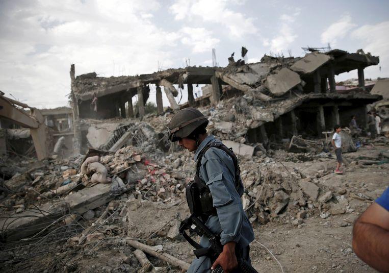 De bom was verstopt in een vrachtwagen en ontplofte vlak bij een complex van het leger. Beeld reuters