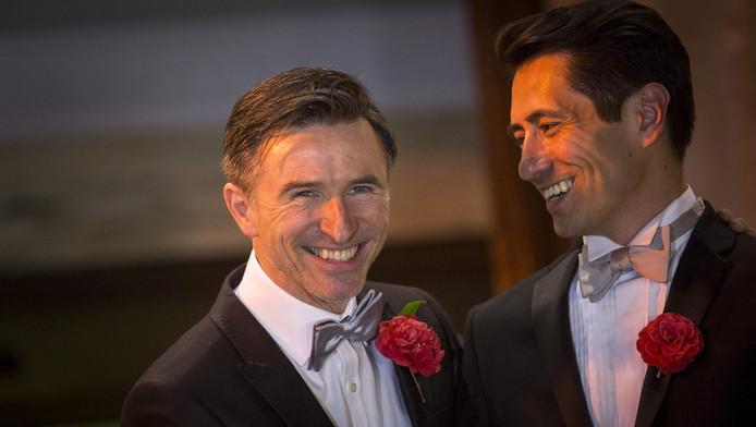 Peter McGraith en David Cabreza, een van de homokoppels die vlak na middernacht trouwden.
