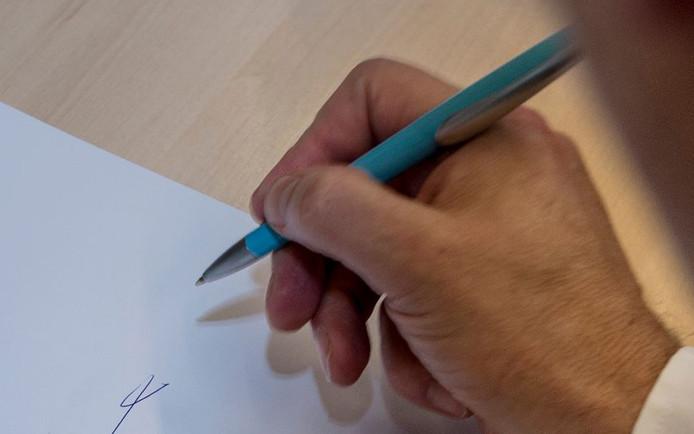 Handtekeningen zetten.