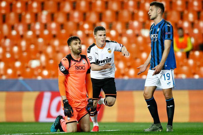 Als Kevin Gameiro in een leeg stadion scoort tegen Atalanta juicht niemand, maar klinkt vanwege het doelpunt wel muziek.