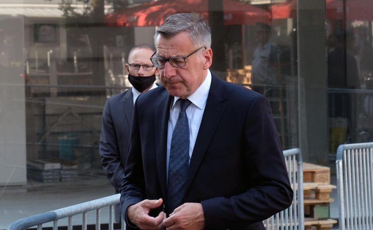 Ook voormalig minister Steven Vanackere woonde de begrafenis van Gerda Mylle bij.