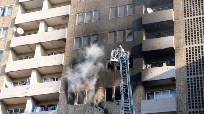 Zware brand in flatgebouw in Brusselse Marollen: 30 personen geëvacueerd, appartement onbewoonbaar