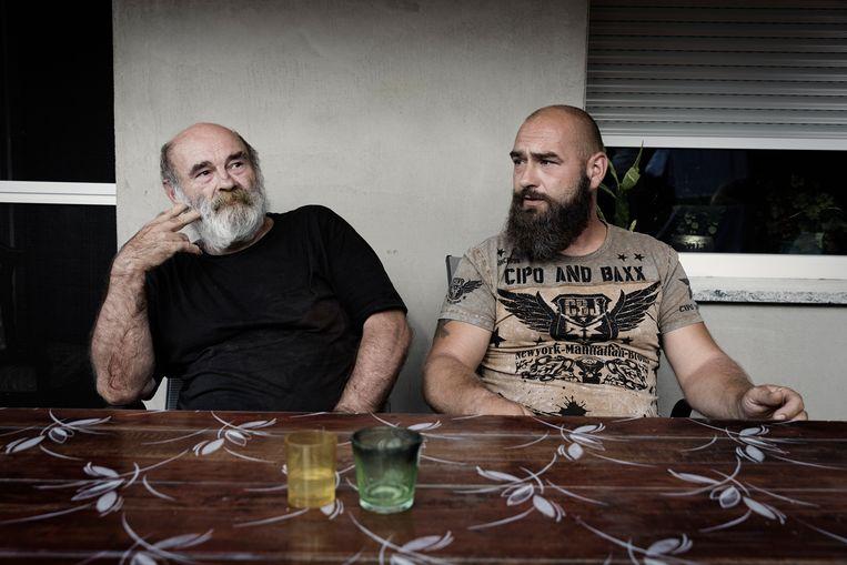 Eberhard Stück en zijn zoon Mario waren tegen de komst van vluchtelingen. Eberhard verzet zich nu tegen de coronamaatregelen van de regering. Beeld Daniel Rosenthal