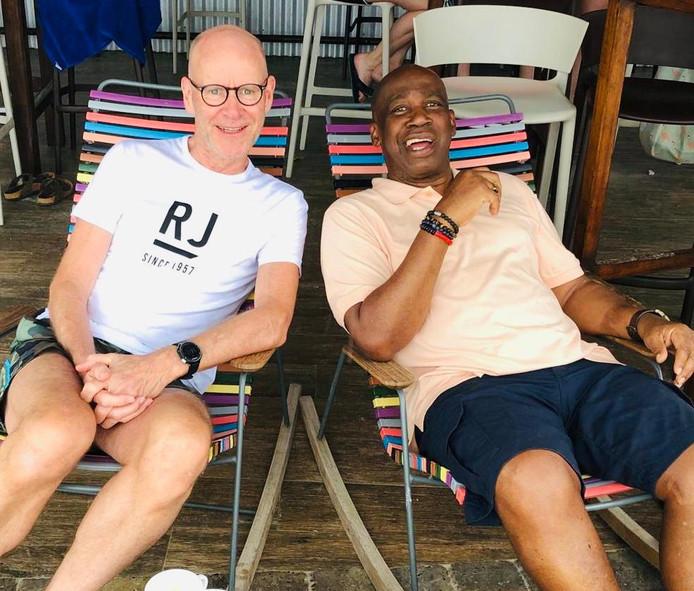 Izaak de Bruijne (links) en Hubert Fermina zijn 'weer veilig' in Nederland.