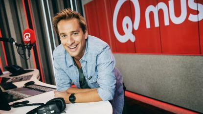"""""""In de zomer mag de broeksriem wat losser"""": Sam De Bruyn trekt met mobiele studio het land door voor Qmusic"""