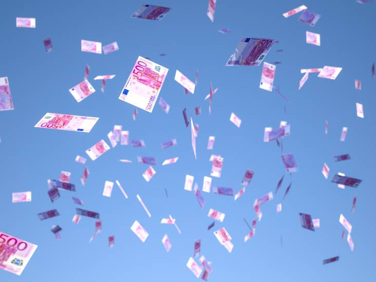 Bankbiljetten vliegen uit het raam tijdens politieachtervolging op A16