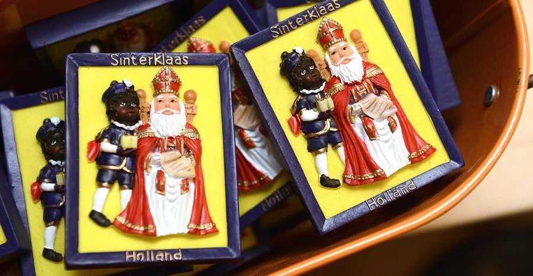 Reliefprenten van Sinterklaas en Zwarte Piet in het Sinterklaasmuseum. Beeld anp