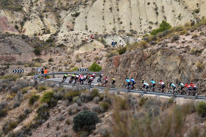 Het peloton onderweg in de Vuelta.