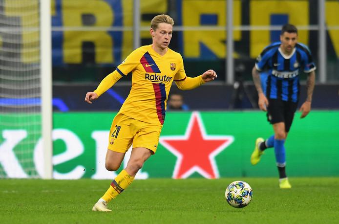 Frenkie de Jong in actie tegen Internazionale gisteravond.