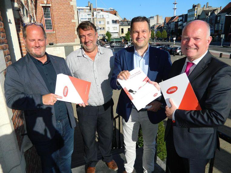 Jos Vermeiren en Ignace De Geest van Unizo bij schepen Christophe De Waele en burgemeester Koen Loete.