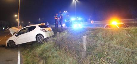 Automobilist raakt van weg en komt tot stilstand op parallelweg Pijnacker